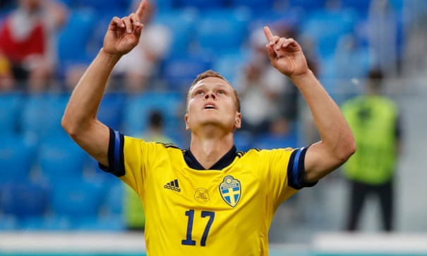 Claesson's late strike for Sweden seals top spot with victory over Poland